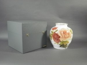 大倉陶園の大花瓶