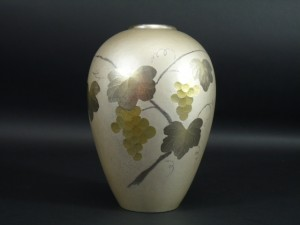 純銀 ブドウ紋様花瓶