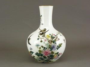 中国 乾隆年製 粉彩 花瓶