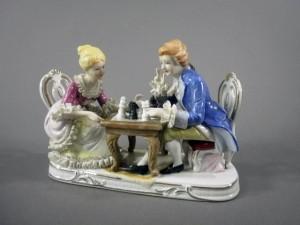 西洋陶器 チェスをする男女