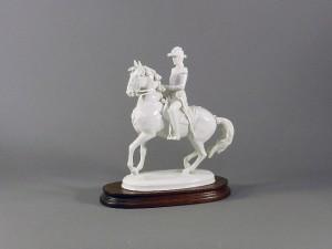 アウガルテン 騎馬 白磁置物