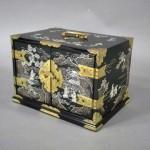 東京都 渋谷区で螺鈿小箱や七宝花瓶などをお譲り頂きました