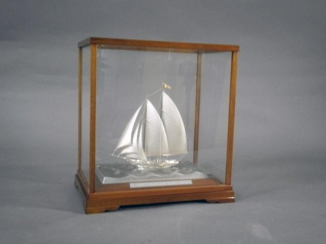 埼玉県 川口市のお客様から銀製の舟(ヨット)の置物を買受けさせて頂きました