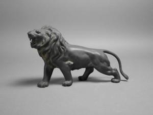 ブロンズ像 ライオン