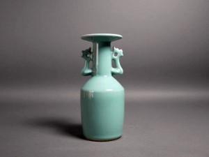 青磁 耳付花瓶