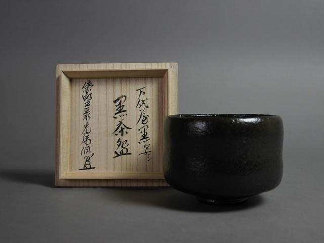 埼玉県 深谷市で茶道具(「佐々木昭楽」の黒茶碗)や九谷焼の招猫の置物をお譲り頂きました