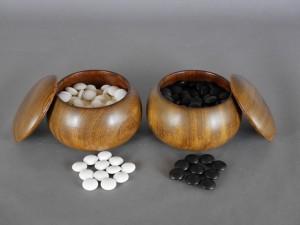さいたま市 南区で木製の碁笥に入った碁石(白蛤石・那智石)など囲碁用品などをお譲り頂きました