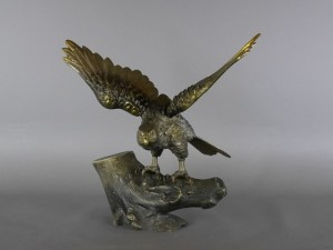 銅製(ブロンズ)鷹