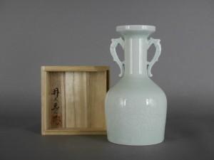 埼玉県 春日部市のお客様から「井上萬二」の白磁の花瓶を買い取らさせて頂きました
